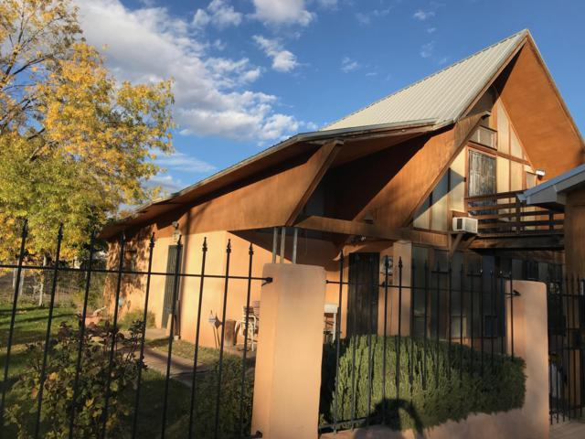 2200 Tapia Boulevard SW, Albuquerque, NM 87105 (MLS #933972) :: The Stratmoen & Mesch Team