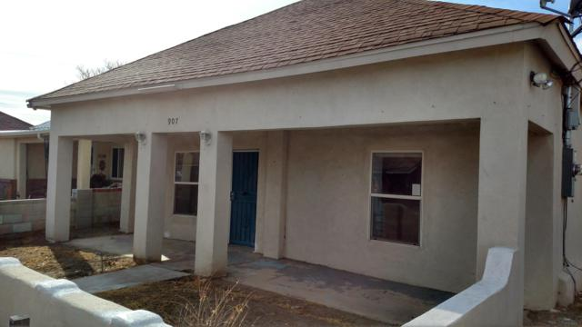 907 William Street SE, Albuquerque, NM 87102 (MLS #934002) :: The Stratmoen & Mesch Team