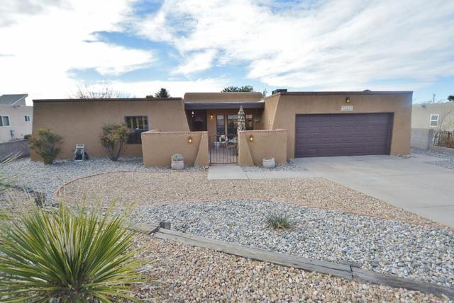 4105 Camino De La Sierra NE, Albuquerque, NM 87111 (MLS #934366) :: The Bigelow Team / Realty One of New Mexico