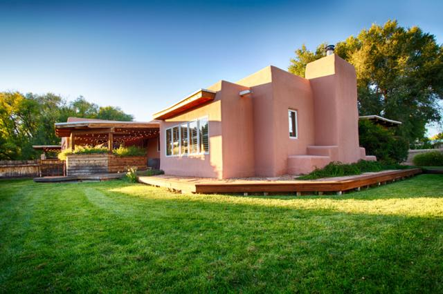 5715 Tinnin Road NW, Los Ranchos, NM 87107 (MLS #936648) :: Campbell & Campbell Real Estate Services