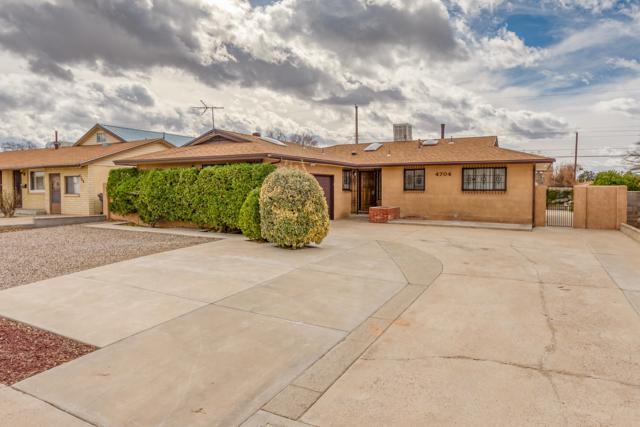 4704 Hilton Avenue NE, Albuquerque, NM 87110 (MLS #937621) :: Campbell & Campbell Real Estate Services