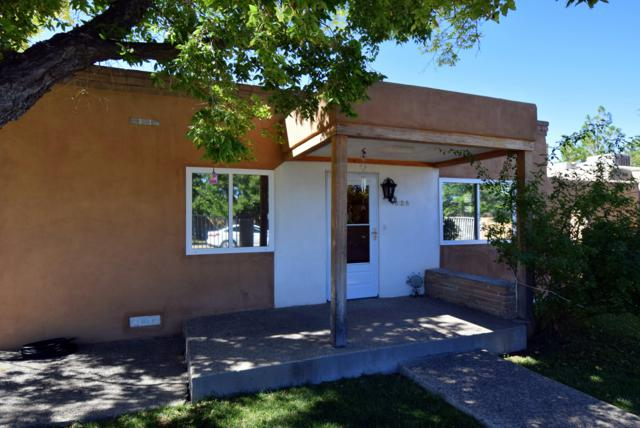 828 La Luz Drive NW, Albuquerque, NM 87107 (MLS #937634) :: Silesha & Company