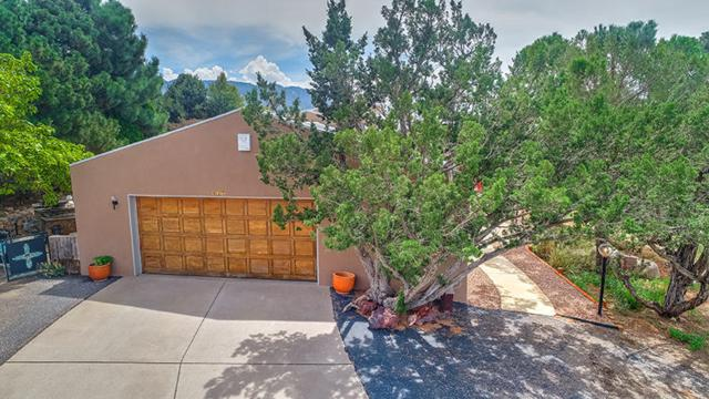 617 Cedar Hill Road NE, Albuquerque, NM 87122 (MLS #937732) :: Campbell & Campbell Real Estate Services