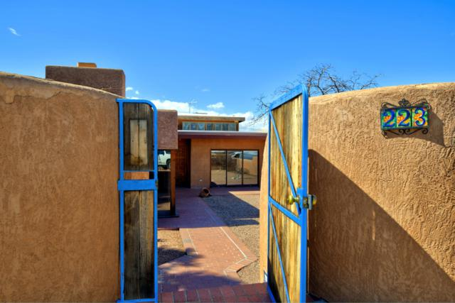 223 Amherst Drive SE, Albuquerque, NM 87106 (MLS #938760) :: Campbell & Campbell Real Estate Services