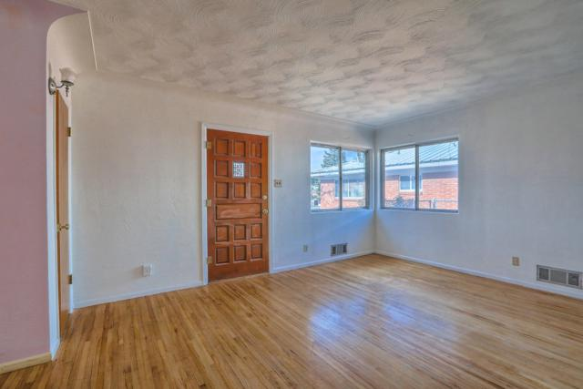 700 Cagua Drive NE, Albuquerque, NM 87108 (MLS #940788) :: Campbell & Campbell Real Estate Services