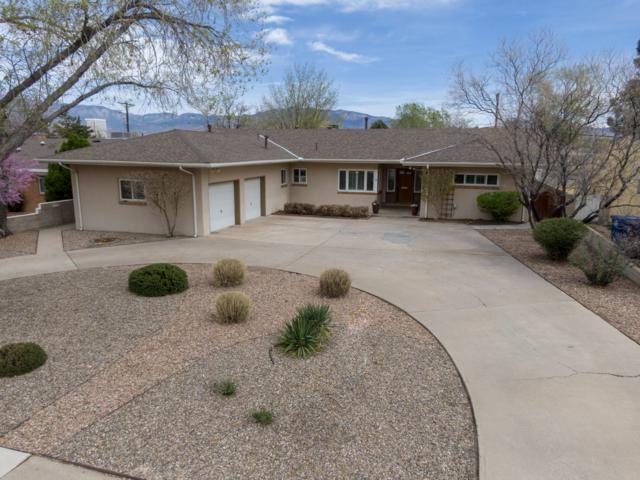714 Valverde Drive SE, Albuquerque, NM 87108 (MLS #940907) :: Silesha & Company