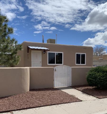 212 Grove Street NE, Albuquerque, NM 87108 (MLS #941760) :: Silesha & Company