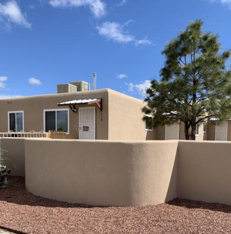 218 Grove Street NE, Albuquerque, NM 87108 (MLS #941761) :: Silesha & Company