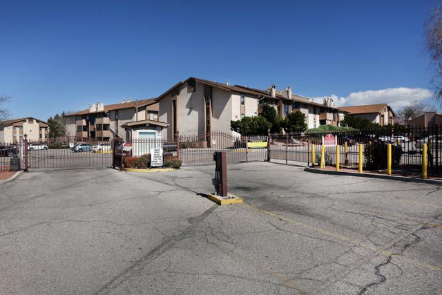 3825 Montgomery Boulevard NE Apt 101, Albuquerque, NM 87109 (MLS #942067) :: Silesha & Company
