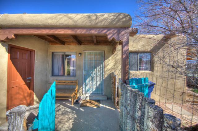 2724 Galisteo Court Apt 1, Santa Fe, NM 87505 (MLS #942693) :: The Bigelow Team / Red Fox Realty