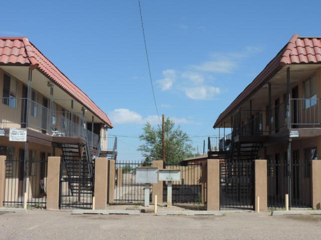 3409 Crest Avenue SE, Albuquerque, NM 87106 (MLS #944079) :: Silesha & Company