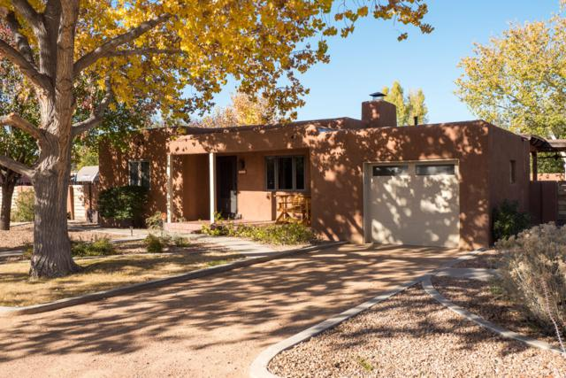 619 Charles Place NW, Los Ranchos, NM 87107 (MLS #944151) :: The Bigelow Team / Realty One of New Mexico