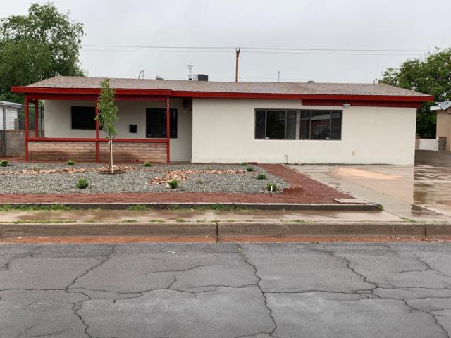 2635 Manzano Street NE, Albuquerque, NM 87110 (MLS #945033) :: Silesha & Company