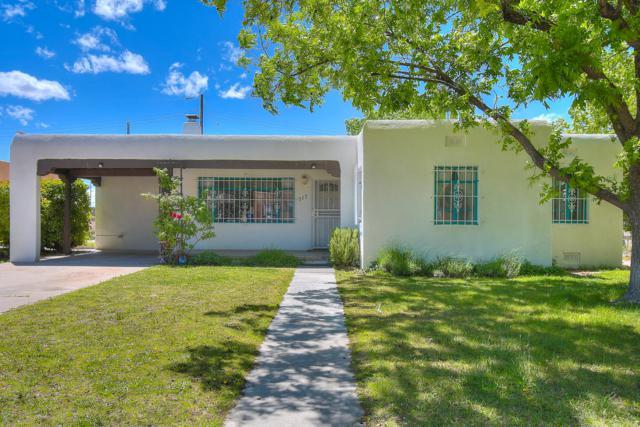 717 Lafayette Drive NE, Albuquerque, NM 87106 (MLS #945321) :: Silesha & Company