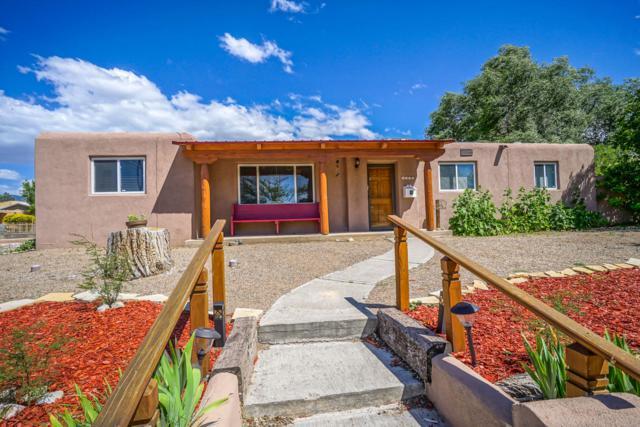 3524 Alvarado Drive NE, Albuquerque, NM 87110 (MLS #945326) :: Silesha & Company
