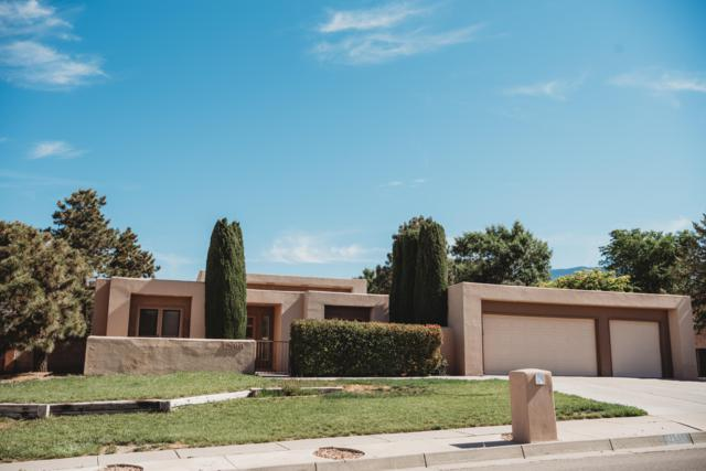 12919 Manitoba Drive NE, Albuquerque, NM 87111 (MLS #946583) :: The Bigelow Team / Realty One of New Mexico