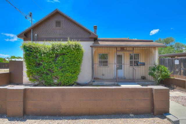 1514 Mountain Road NW, Albuquerque, NM 87104 (MLS #946989) :: Campbell & Campbell Real Estate Services