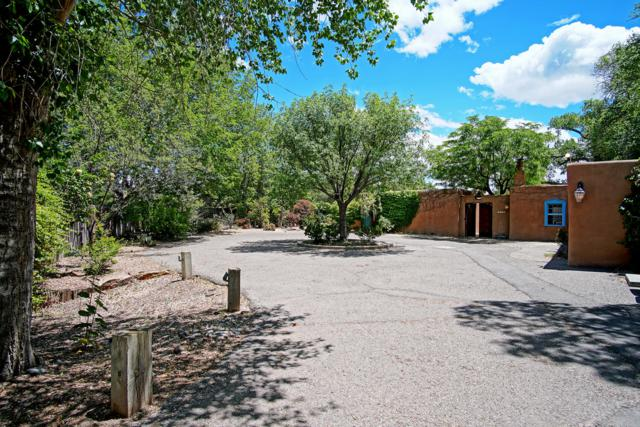 2304 Candelaria Road NW, Albuquerque, NM 87107 (MLS #949069) :: The Bigelow Team / Red Fox Realty