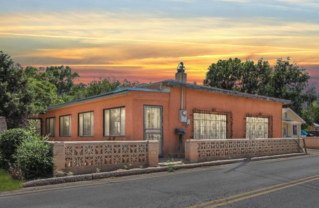2520 Mountain Road NW, Albuquerque, NM 87104 (MLS #949145) :: Campbell & Campbell Real Estate Services