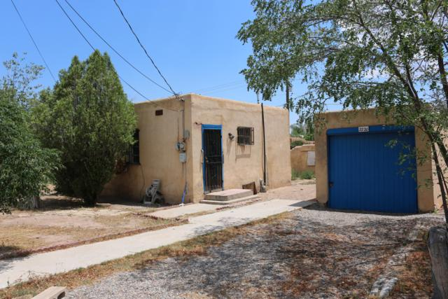 2220 Meadow View Place NW, Albuquerque, NM 87104 (MLS #949732) :: The Bigelow Team / Red Fox Realty
