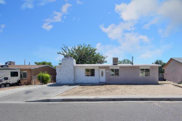 1165 Jenaro Street SW, Albuquerque, NM 87121 (MLS #949981) :: Silesha & Company