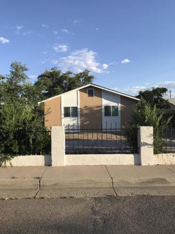 224 Trumbull Avenue SE, Albuquerque, NM 87102 (MLS #950073) :: Silesha & Company