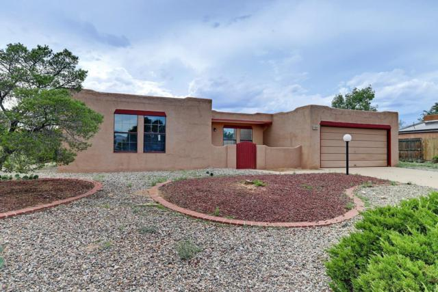 305 Summer Winds Drive SE, Rio Rancho, NM 87124 (MLS #951448) :: The Bigelow Team / Red Fox Realty