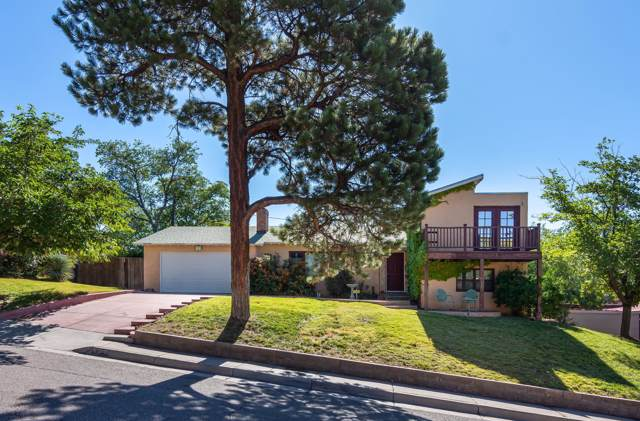 420 Spruce Street NE, Albuquerque, NM 87106 (MLS #954667) :: Campbell & Campbell Real Estate Services
