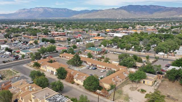 8600 Zuni Road SE, Albuquerque, NM 87108 (MLS #955168) :: Campbell & Campbell Real Estate Services