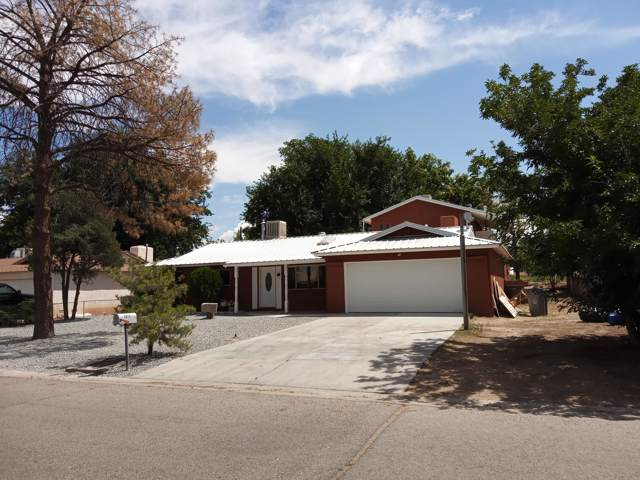 3924 La Sombra Road SW, Albuquerque, NM 87105 (MLS #955732) :: Campbell & Campbell Real Estate Services