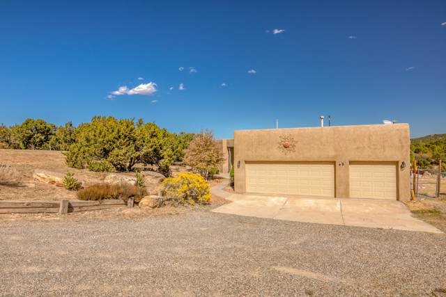 29 Holiday Loop, Tijeras, NM 87059 (MLS #956109) :: Campbell & Campbell Real Estate Services