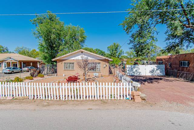 2305 Meadow Road SW, Albuquerque, NM 87105 (MLS #957120) :: Campbell & Campbell Real Estate Services