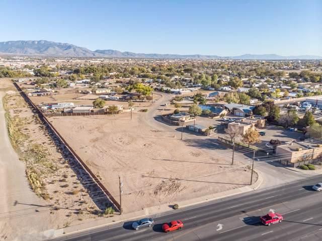 187 Sarah Lane NW, Albuquerque, NM 87114 (MLS #957537) :: Campbell & Campbell Real Estate Services