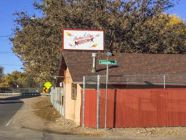 630 Sunset Road SW, Albuquerque, NM 87105 (MLS #957723) :: Silesha & Company