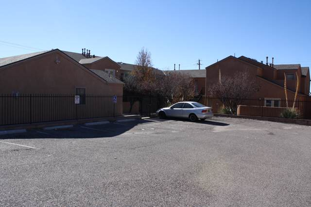 2401 Chelwood Park Boulevard NE B-1, Albuquerque, NM 87112 (MLS #957979) :: Campbell & Campbell Real Estate Services