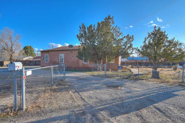 5902 Guadalupe Trail NW, Albuquerque, NM 87107 (MLS #958365) :: Silesha & Company