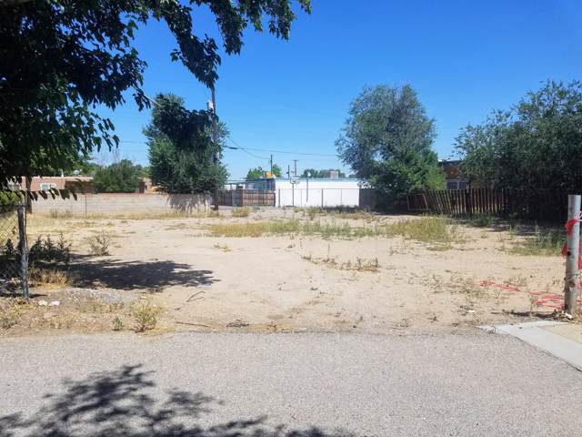 2415 Matthew Avenue NW, Albuquerque, NM 87104 (MLS #958907) :: Campbell & Campbell Real Estate Services