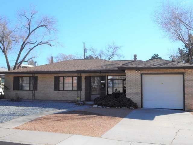 5816 Bellamah Avenue NE, Albuquerque, NM 87110 (MLS #958927) :: The Bigelow Team / Red Fox Realty