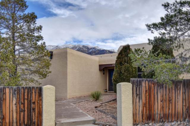 2704 Tramway Circle NE, Albuquerque, NM 87122 (MLS #958972) :: Campbell & Campbell Real Estate Services