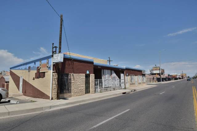 3917 Fourth Street NW, Albuquerque, NM 87107 (MLS #961560) :: The Buchman Group