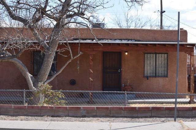 4908 Grande Drive NW, Albuquerque, NM 87107 (MLS #962034) :: Silesha & Company