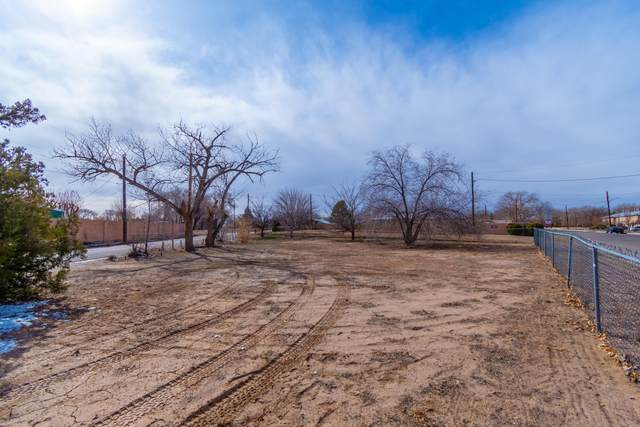 6015 Guadalupe Trail NW, Albuquerque, NM 87107 (MLS #962425) :: Silesha & Company