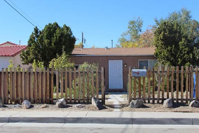 2709 1ST Street NW, Albuquerque, NM 87107 (MLS #962428) :: Silesha & Company