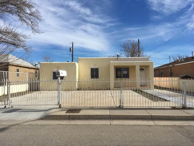 434 57TH Street SW, Albuquerque, NM 87121 (MLS #962505) :: Silesha & Company