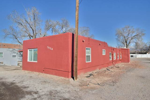 7524 2nd Street NW, Albuquerque, NM 87107 (MLS #962642) :: Silesha & Company