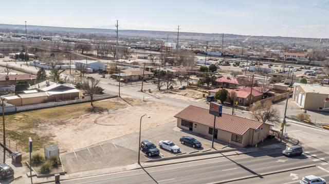 301 E Reinken Avenue, Belen, NM 87002 (MLS #962812) :: Campbell & Campbell Real Estate Services