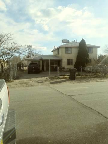1696 Del Sur Drive SW, Albuquerque, NM 87105 (MLS #963042) :: The Buchman Group