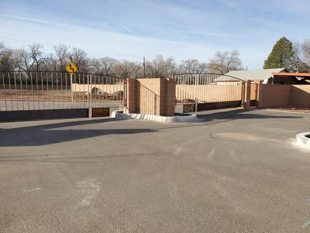 233 Valle Encantado Drive NW, Albuquerque, NM 87107 (MLS #963723) :: Campbell & Campbell Real Estate Services