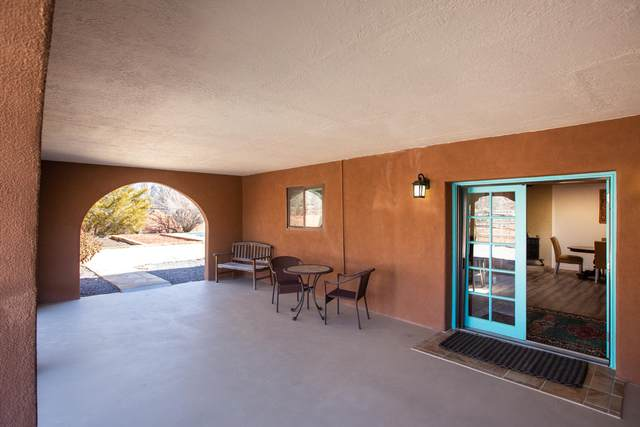 24 Calle De San Mateo, Corrales, NM 87048 (MLS #963916) :: Campbell & Campbell Real Estate Services