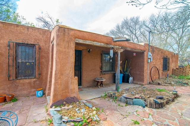 36 Laura Lane, Los Lunas, NM 87031 (MLS #965446) :: Campbell & Campbell Real Estate Services
